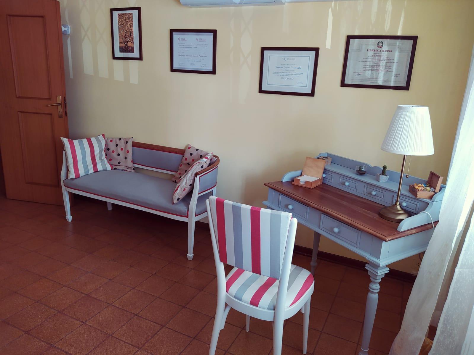 Studio Psicoterapia (scittoio) - Psicologa a Palermo